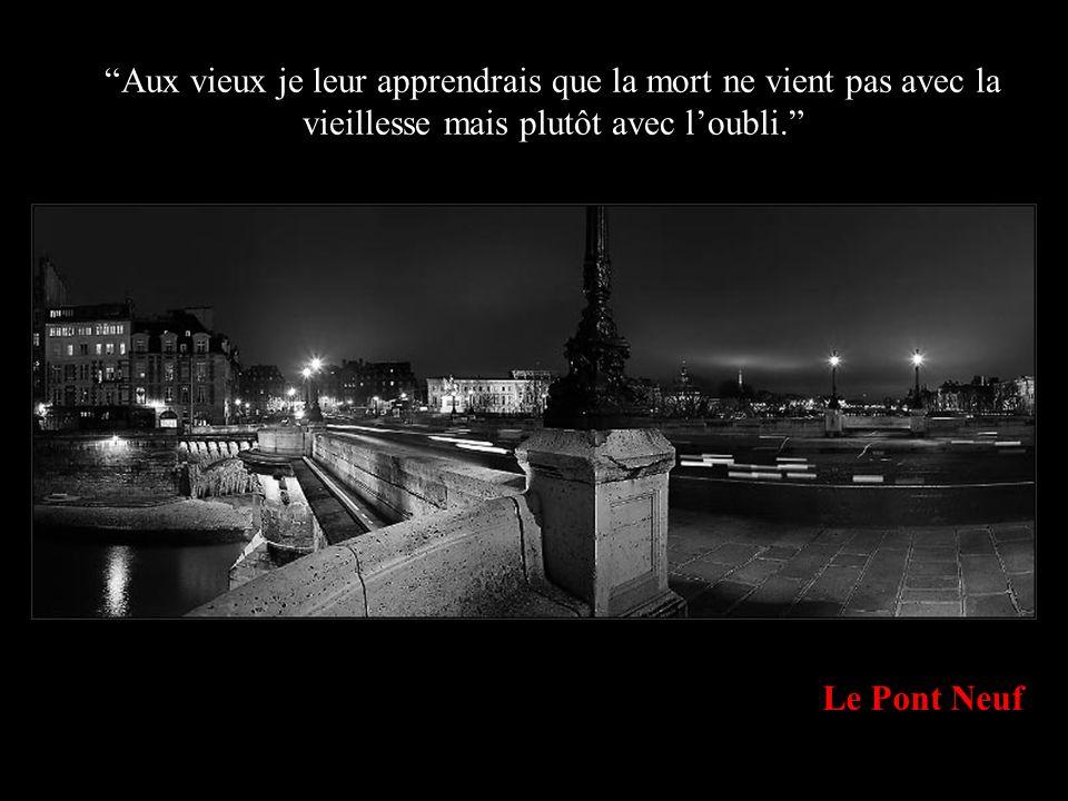 L Hôtel de Ville de Paris A un enfant je lui donnerais des ailes, mais je le laisserais apprendre à voler tout seul.