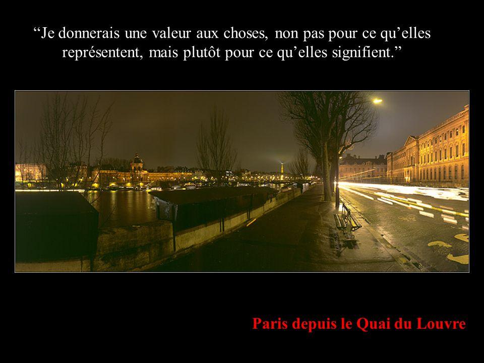 Pied de la Tour Eiffel SI TU NE LE FAIS PAS AUJOURDHUI DEMAIN RESSEMBLERA A HIER