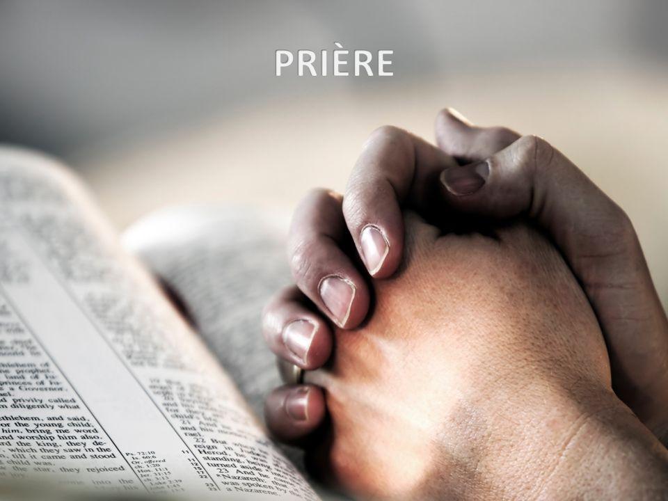Que la paix de Dieu reste dans nos cœurs, (bis) que sa force nous anime dans la joie ou dans les pleurs, que la paix de Dieu reste dans nos cœurs.