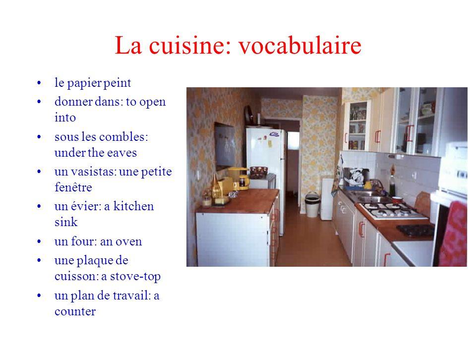 La cuisine: vocabulaire le papier peint donner dans: to open into sous les combles: under the eaves un vasistas: une petite fenêtre un évier: a kitche
