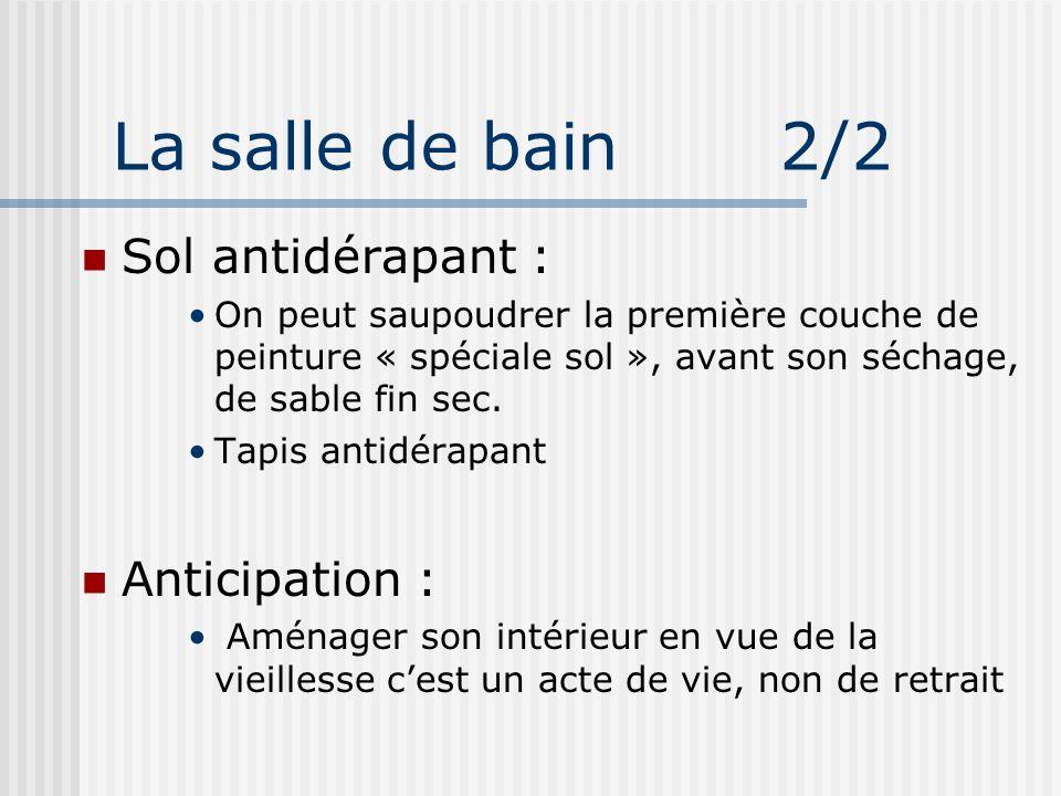 La salle de bain 2/2 Sol antidérapant : On peut saupoudrer la première couche de peinture « spéciale sol », avant son séchage, de sable fin sec. Tapis
