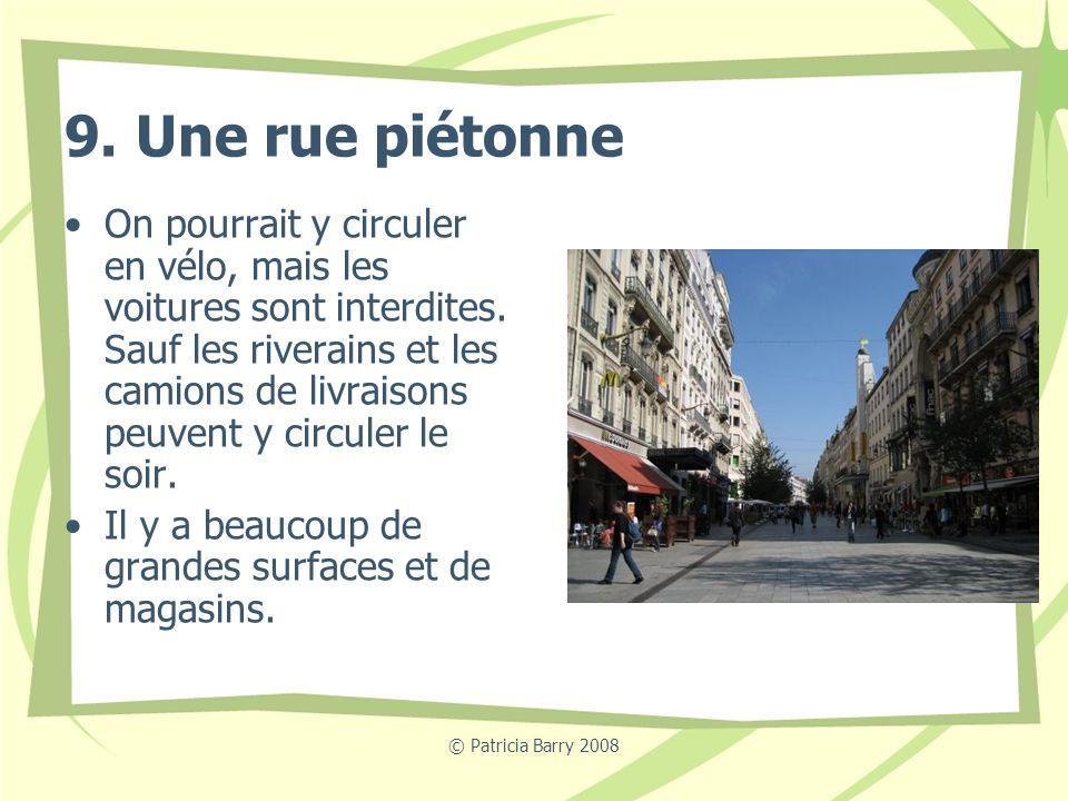 © Patricia Barry 2008 9. Une rue piétonne On pourrait y circuler en vélo, mais les voitures sont interdites. Sauf les riverains et les camions de livr