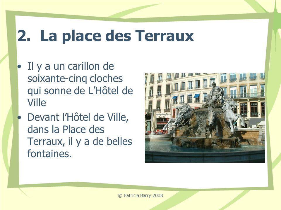 © Patricia Barry 2008 2. La place des Terraux Il y a un carillon de soixante-cinq cloches qui sonne de LHôtel de Ville Devant lHôtel de Ville, dans la