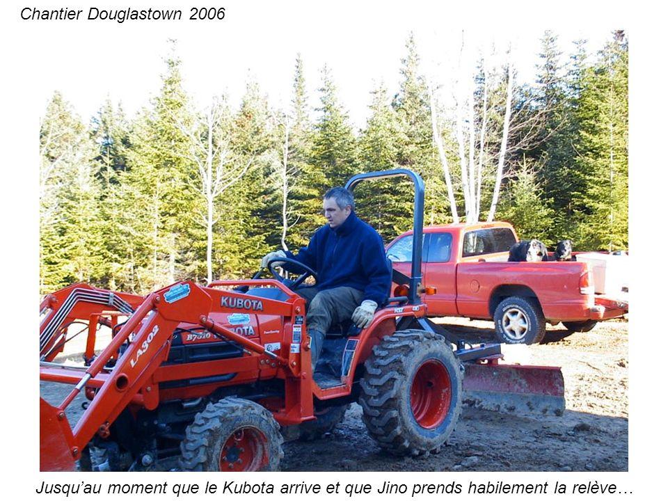 Jusquau moment que le Kubota arrive et que Jino prends habilement la relève… Chantier Douglastown 2006
