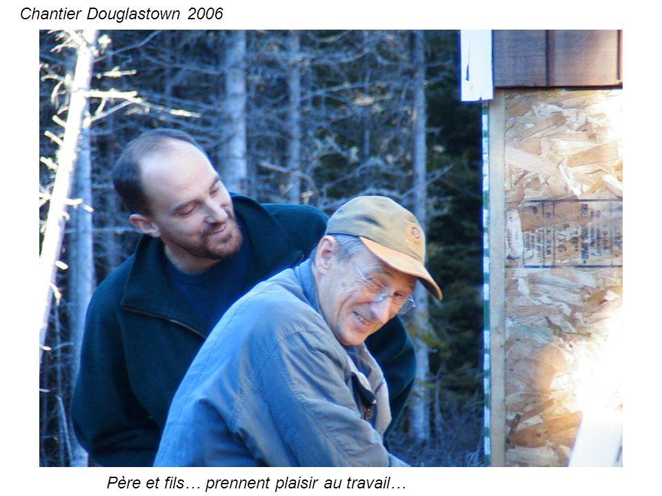Père et fils… prennent plaisir au travail… Chantier Douglastown 2006