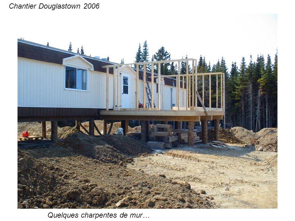Et quelques patios pour bien vivre en plein air avec la nombreuse visite… Chantier Douglastown 2006