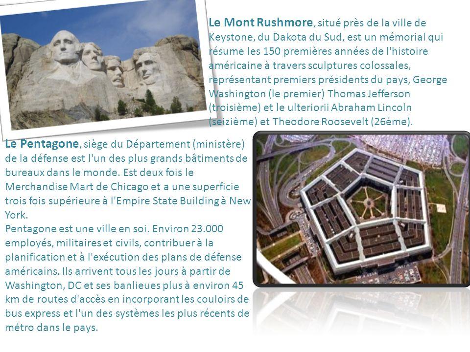 Le Mont Rushmore, situé près de la ville de Keystone, du Dakota du Sud, est un mémorial qui résume les 150 premières années de l'histoire américaine à