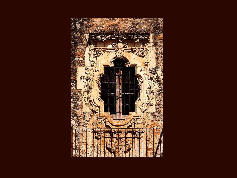 …et il y a des fenêtres très riches, dun luxe incomparable, œuvre des plus grands artistes…