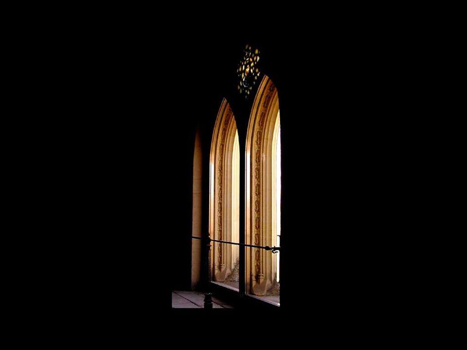 Elle est surtout un symbole dévasion, de liberté et dénergie puisquelle donne passage à la lumière, source de vie.