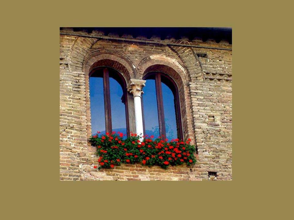 Une fenêtre ne devrait jamais être banale… Il ne suffit pas de percer un trou dans un mur pour laisser entrer la lumière, mais plutôt de créer une ouverture vers la beauté…