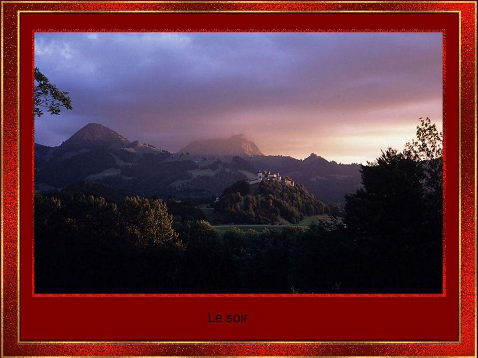Le paysage semble avoir été fait selon les peintres romantiques.