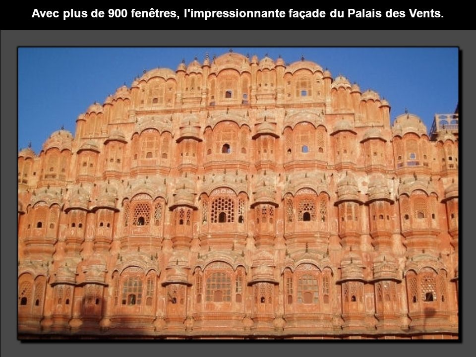 Avec plus de 900 fenêtres, l impressionnante façade du Palais des Vents.
