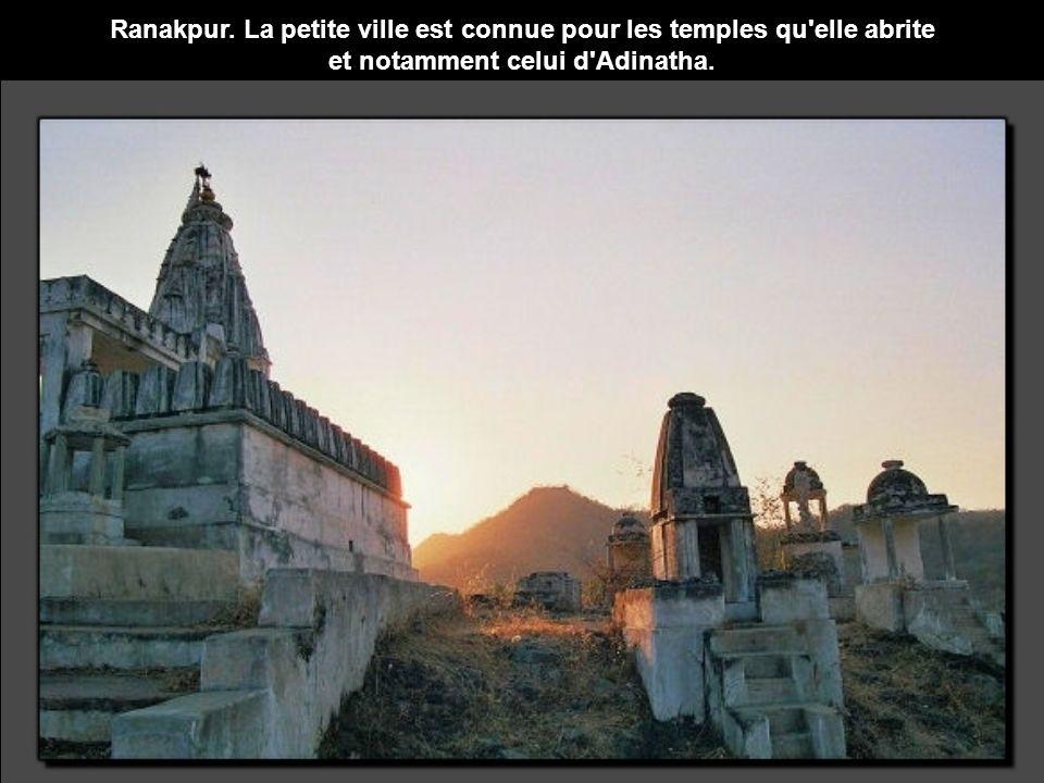 Ranakpur. La petite ville est connue pour les temples qu elle abrite et notamment celui d Adinatha.