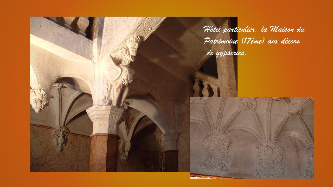 Eglise Saint Laurent (11°-17°) Joyau de style roman provençal et Hôtel de ville