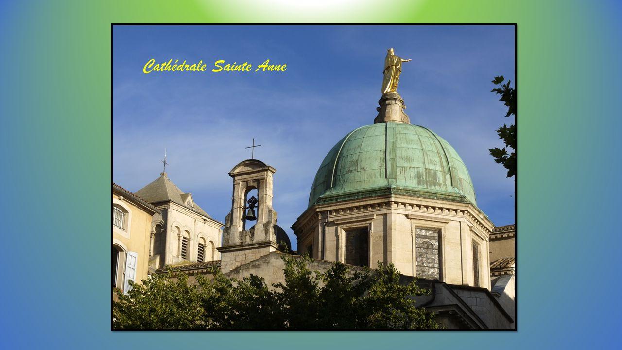 Le centre ville et le dôme de la Cathédrale la Tour de l Horloge