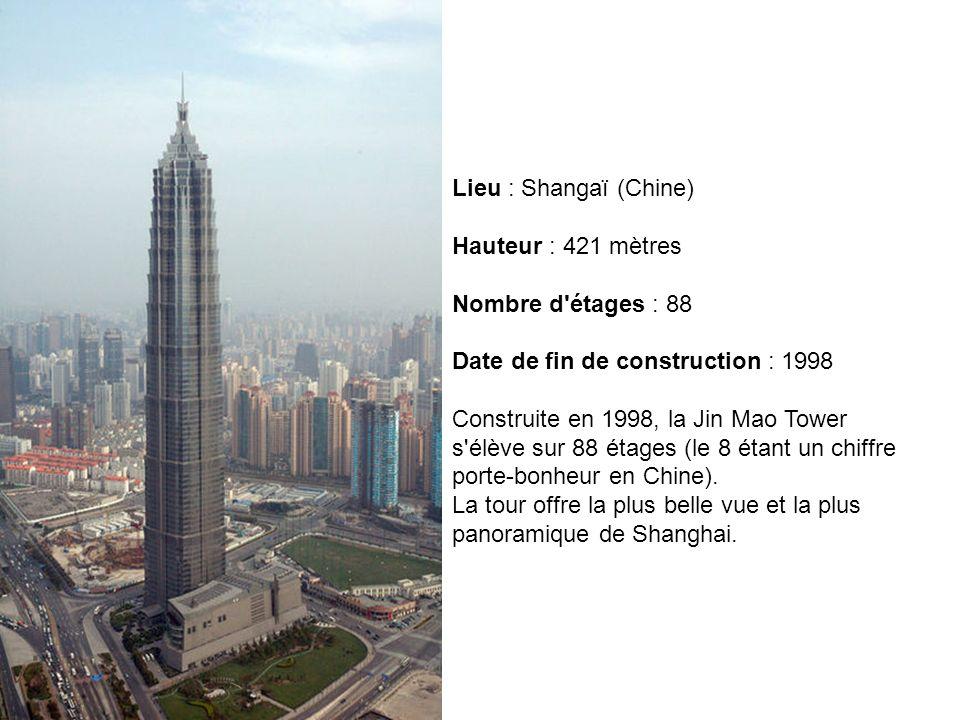 Lieu : Chicago, Illinois (Etats-Unis) Hauteur : 443 mètres Nombre d étages : 110 Date de fin de construction : 1973 La Sears Tower de Chicago a été construite en moins de 3 ans (de 1970 à 1973), pour un budget de plus de 150 millions de dollars, soit 122,5 millions d euros.