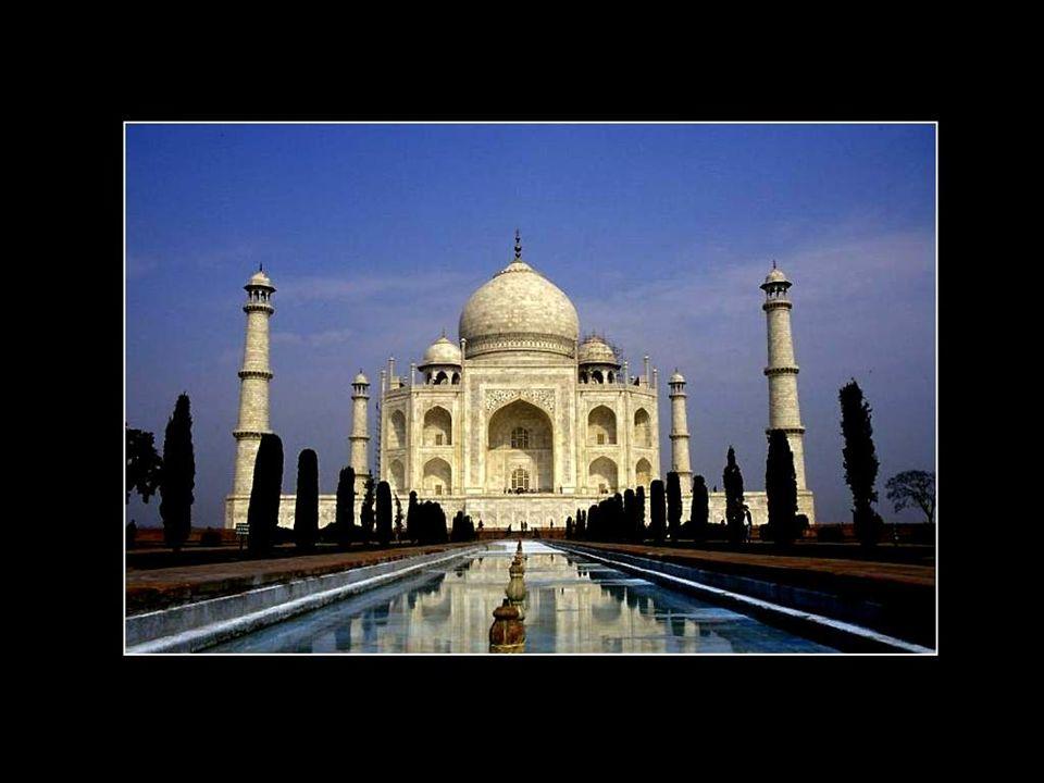 Lempereur Shah Jahan régna au début du 17e siècle. Il avait épousé une princesse dorigine persane, Arjmand Banu. Le Shah Jahan lui donna le nom de Mum