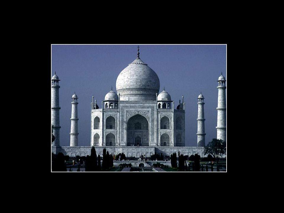 Le Taj Mahal est l'une des sept merveilles du monde, selon le classement de l'Unesco. Ce nom de Taj Mahal veut dire