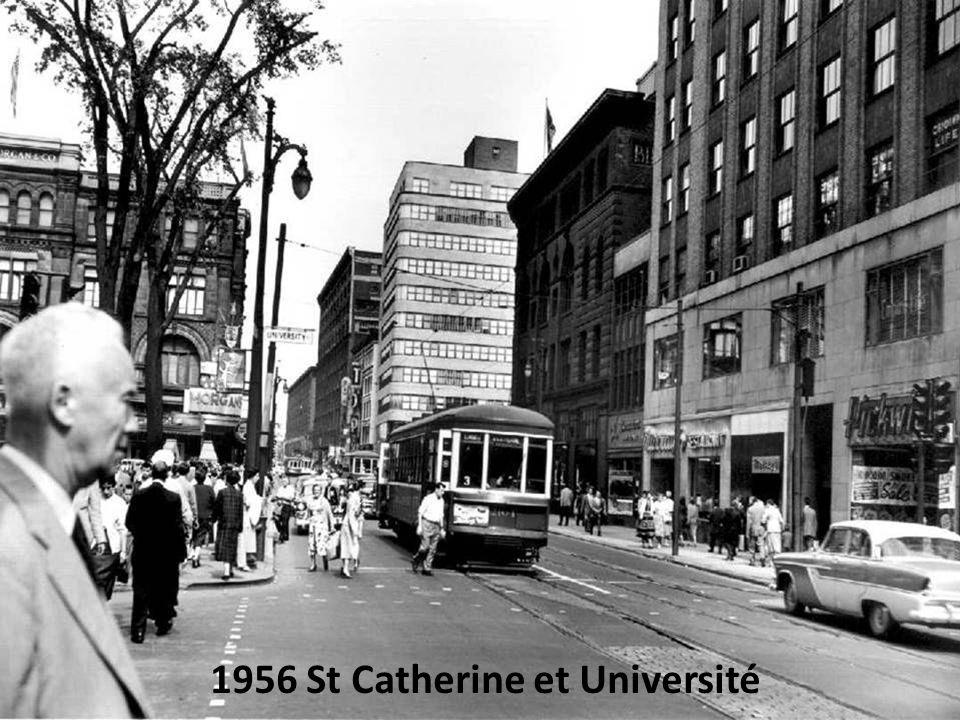 1956 Rue Tupper et Closse à larrière-plan le Forum de Montréal