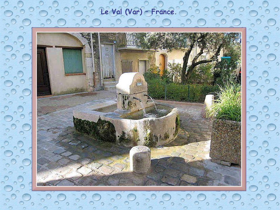 Fontaine à Besançon (Doubs) – France.