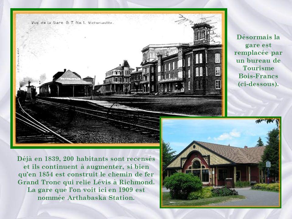 Déjà en 1839, 200 habitants sont recensés et ils continuent à augmenter, si bien quen 1854 est construit le chemin de fer Grand Tronc qui relie Lévis à Richmond.