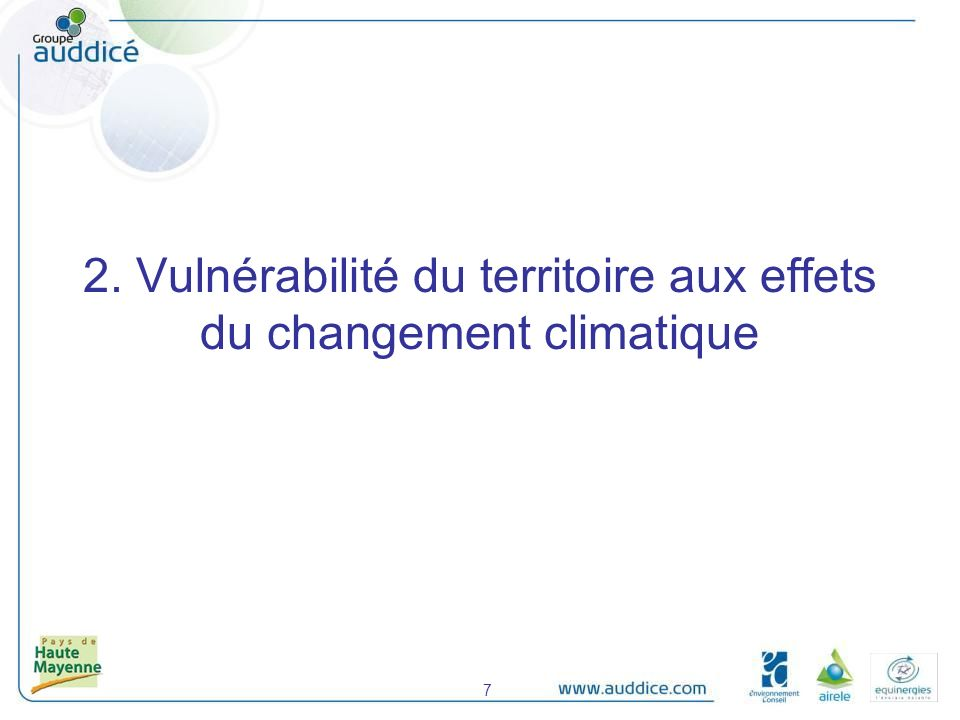 Cours deau : Principale source deau potable (la Mayenne seule produit 58% de leau potable) de son bassin versant Une ressource fragile : phosphores => eutrophisation préoccupante et persistante (SAGE Mayenne, Sélune) ; nitrates élevés (mais amélioration en cours, à confirmer…) Qualité de lair : Objectifs dépassés pour lOzone Risques naturels : Inondations : 33 communes concernées (3 sont fortement vulnérables) et 715 bâtiments Mouvements de terrains (retrait-gonflement des argiles) : la quasi-totalité du territoire Feux de forêt : risque faible (4 communes, 71 bâtiments) Sources : SAGEs Mayenne, Sarthe Amont, Sélune 2.