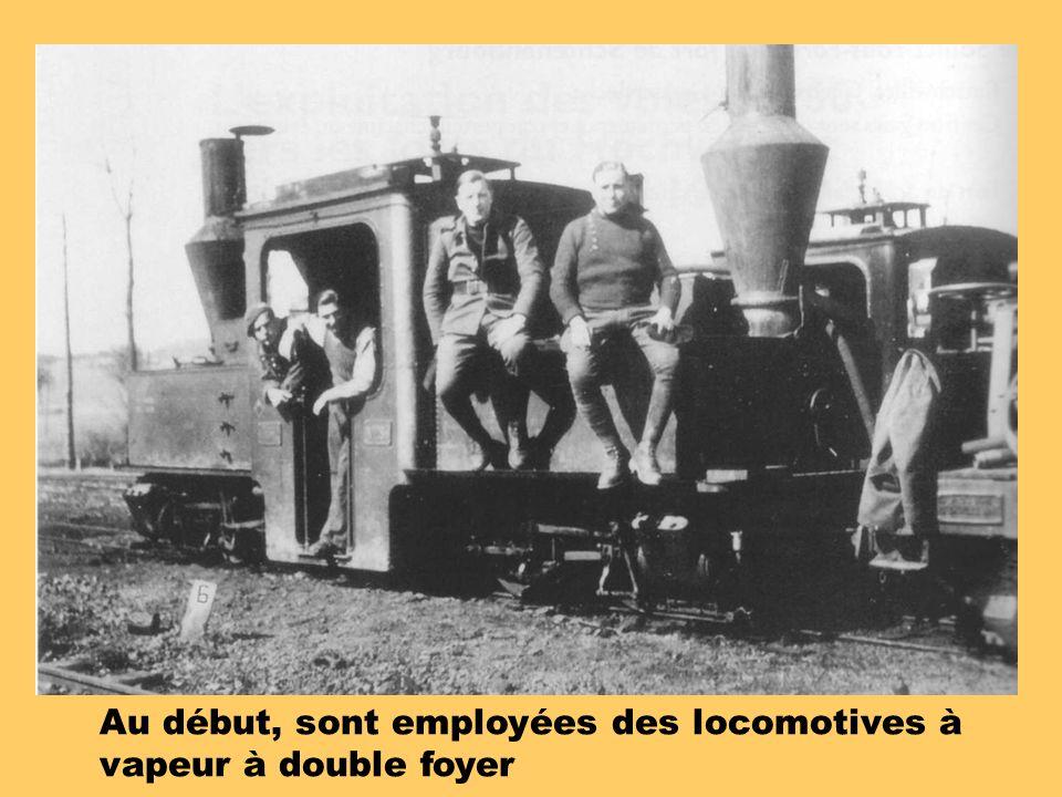 Au début, sont employées des locomotives à vapeur à double foyer