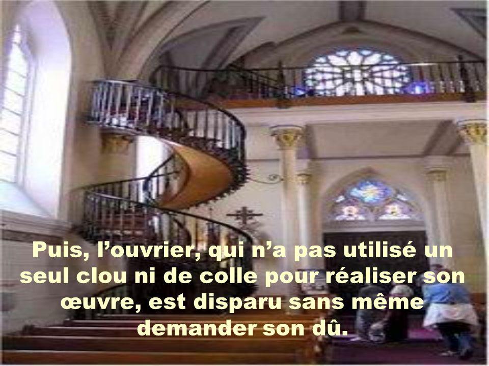 Personne ne peut expliquer comment cet escalier peut se supporter parce quil ny a aucun support au centre.