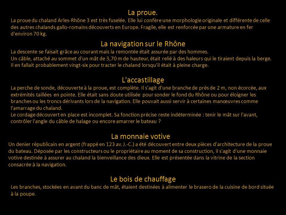 La proue. La proue du chaland Arles-Rhône 3 est très fuselée. Elle lui confère une morphologie originale et différente de celle des autres chalands ga