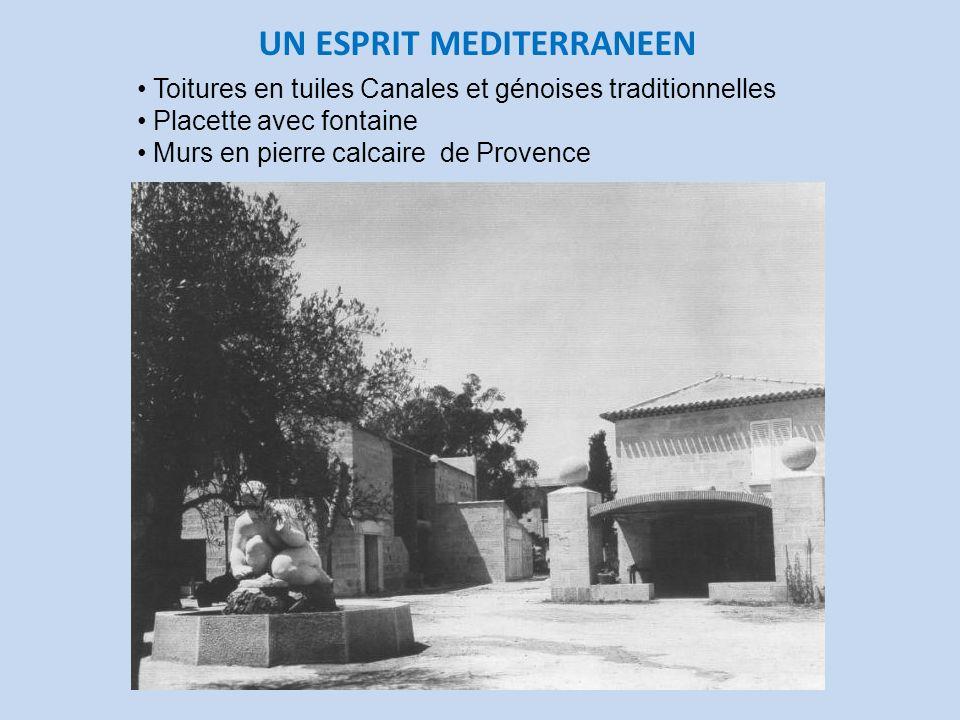 UN ESPRIT MEDITERRANEEN Toitures en tuiles Canales et génoises traditionnelles Placette avec fontaine Murs en pierre calcaire de Provence
