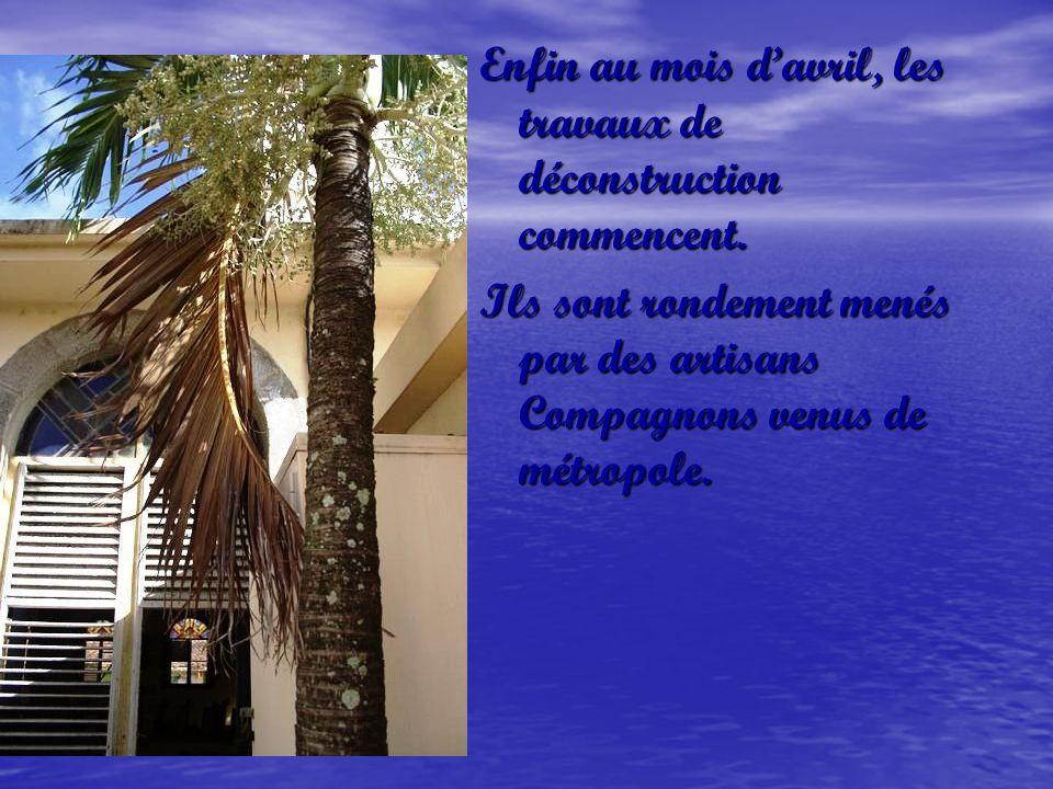Bien que lessentiel ait été transporté dans la « nouvelle église », une partie de lintérieur, pendant ce temps, est dans un triste état…..