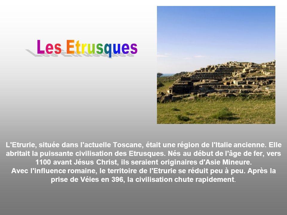 D eux, il ne reste que de mystérieux monuments faits de pierres assemblées, dressées et/ou alignées.