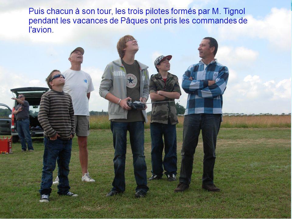 Puis chacun à son tour, les trois pilotes formés par M. Tignol pendant les vacances de Pâques ont pris les commandes de l'avion.