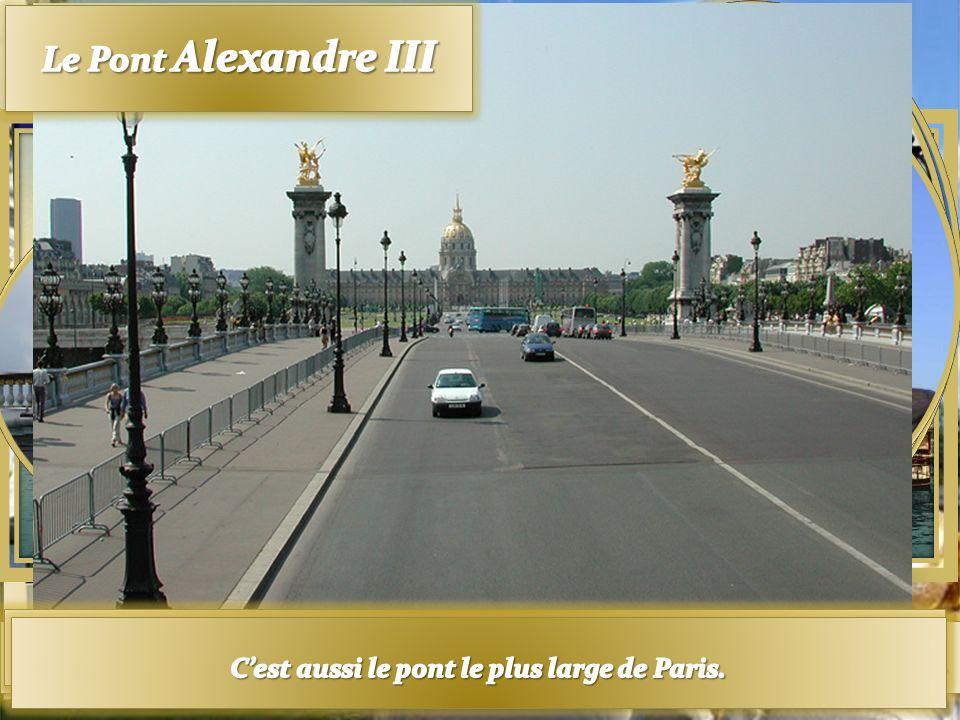 Il est le pont le plus romantique de Paris Il est le pont le plus romantique de Paris