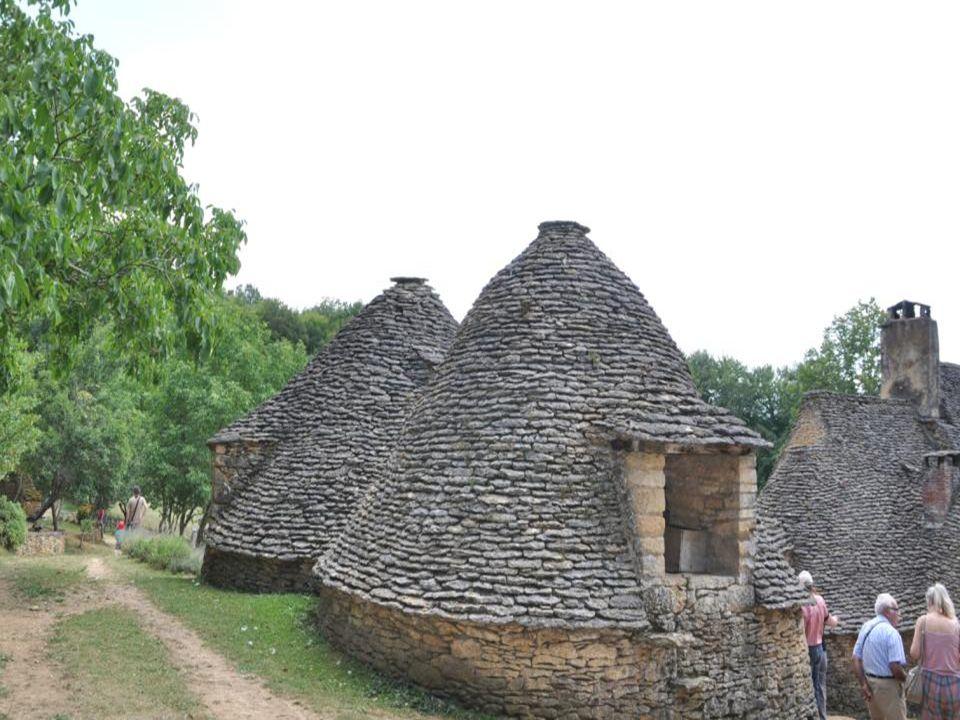 Quand les hommes habitaient ici cette cabane Était entièrement vide.