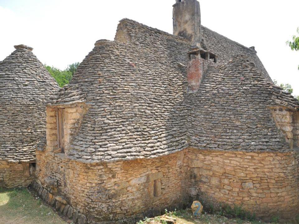 Les trois cabanes sont indépendantes de la maison dhabitation.