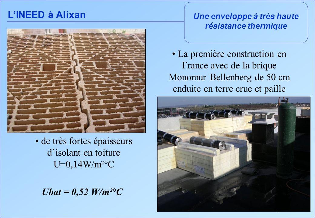 LINEED à Alixan Une enveloppe à très haute résistance thermique La première construction en France avec de la brique Monomur Bellenberg de 50 cm enduite en terre crue et paille de très fortes épaisseurs disolant en toiture U=0,14W/m²°C Ubat = 0,52 W/m²°C