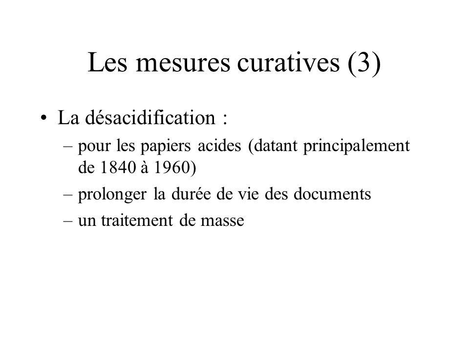 Les mesures curatives (3) La désacidification : –pour les papiers acides (datant principalement de 1840 à 1960) –prolonger la durée de vie des documen