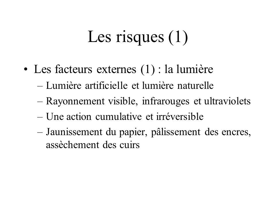 Les risques (1) Les facteurs externes (1) : la lumière –Lumière artificielle et lumière naturelle –Rayonnement visible, infrarouges et ultraviolets –U