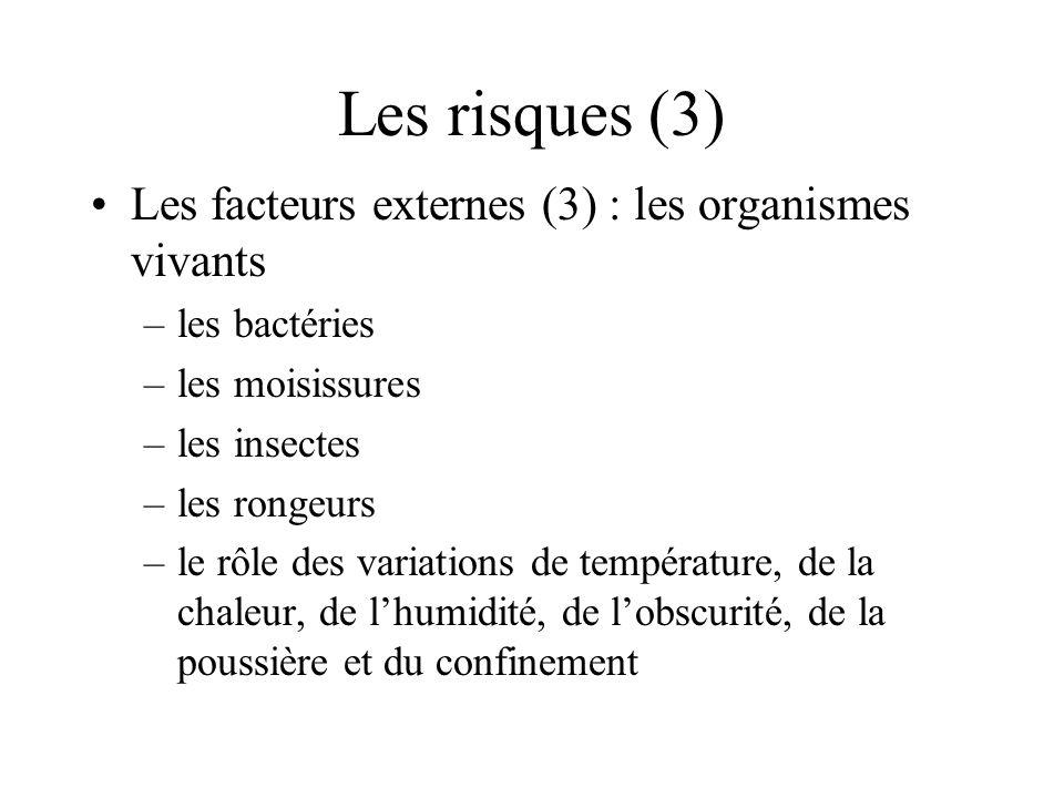 Les risques (4) Les facteurs externes (4) : poussière et pollution –sous forme gazeuse :dégradation chimique –sous forme solide : dégradation mécanique –contaminants liquides