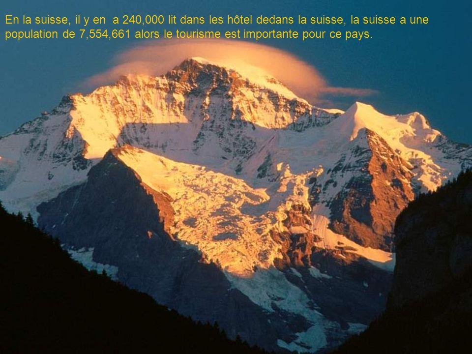 En la suisse, il y en a 240,000 lit dans les hôtel dedans la suisse, la suisse a une population de 7,554,661 alors le tourisme est importante pour ce