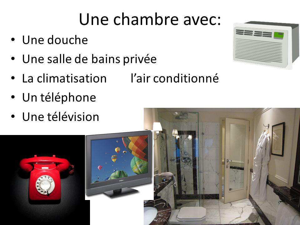 Une chambre avec: Une douche Une salle de bains privée La climatisationlair conditionné Un téléphone Une télévision