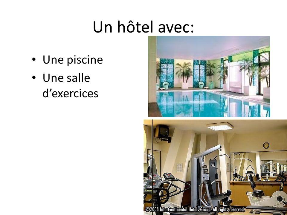 Un hôtel avec: Une piscine Une salle dexercices
