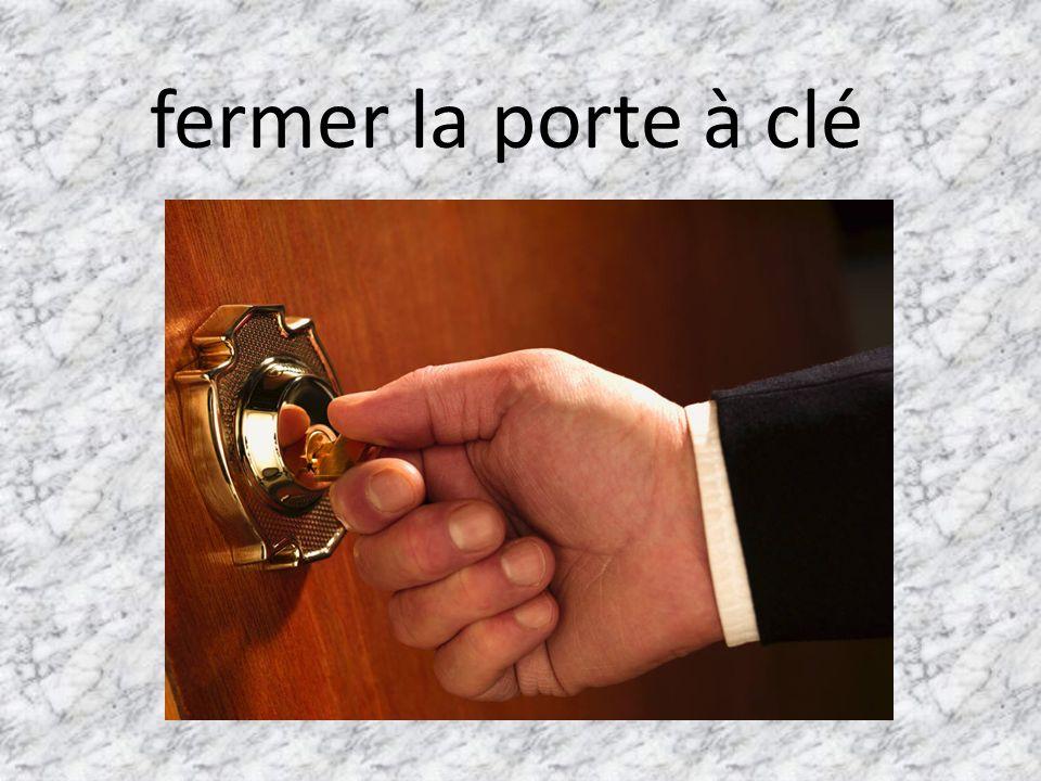 fermer la porte à clé