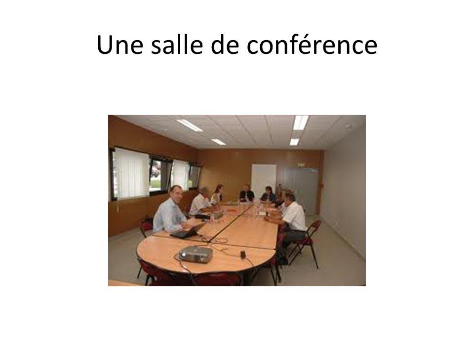 Une salle de conférence
