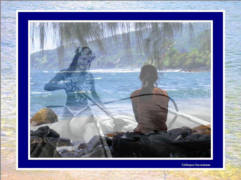 Respectueuse de la légende polynésienne, La femme interrogea en premier lieu la mer sur le Bonheur. « Les vagues roulèrent sur les galets, racontant c