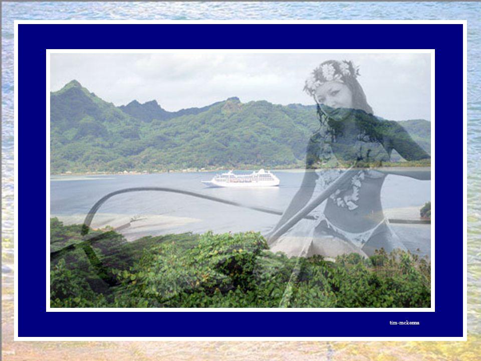 Et le poisson accosta Huahine, et s'ancra dans la baie de MAROE. Huahine, île d'une beauté majestueuse, au parfum de vanille, est entourée d'un magnif