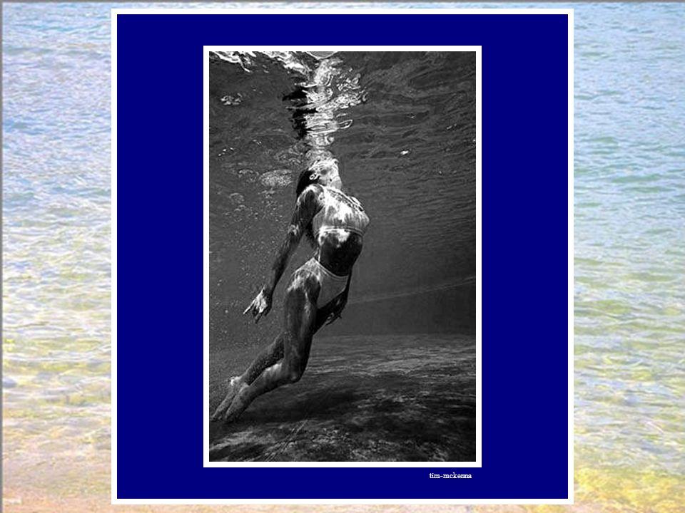 Elle se laissait engloutir, consentante. La perle tomba dans des eaux profondes. L'assistante dit :