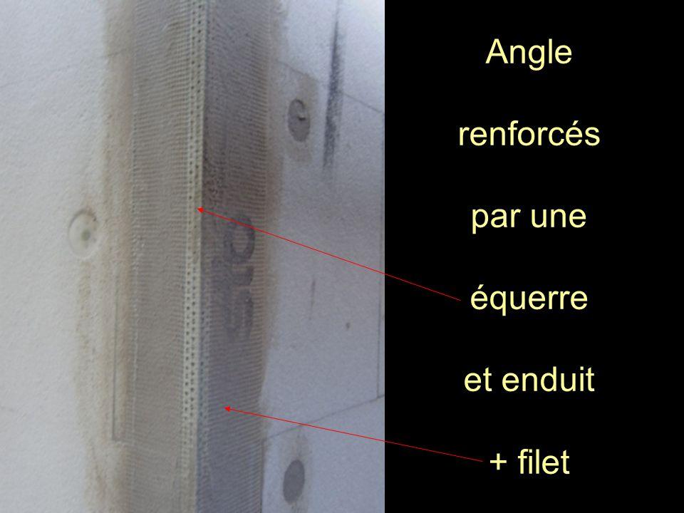 Angle renforcés par une équerre et enduit + filet