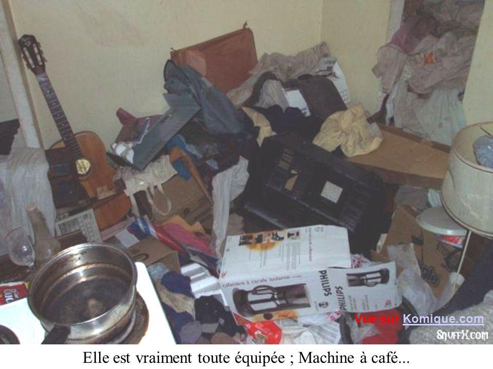 Elle est vraiment toute équipée ; Machine à café... Vue sur Komique.comKomique.com